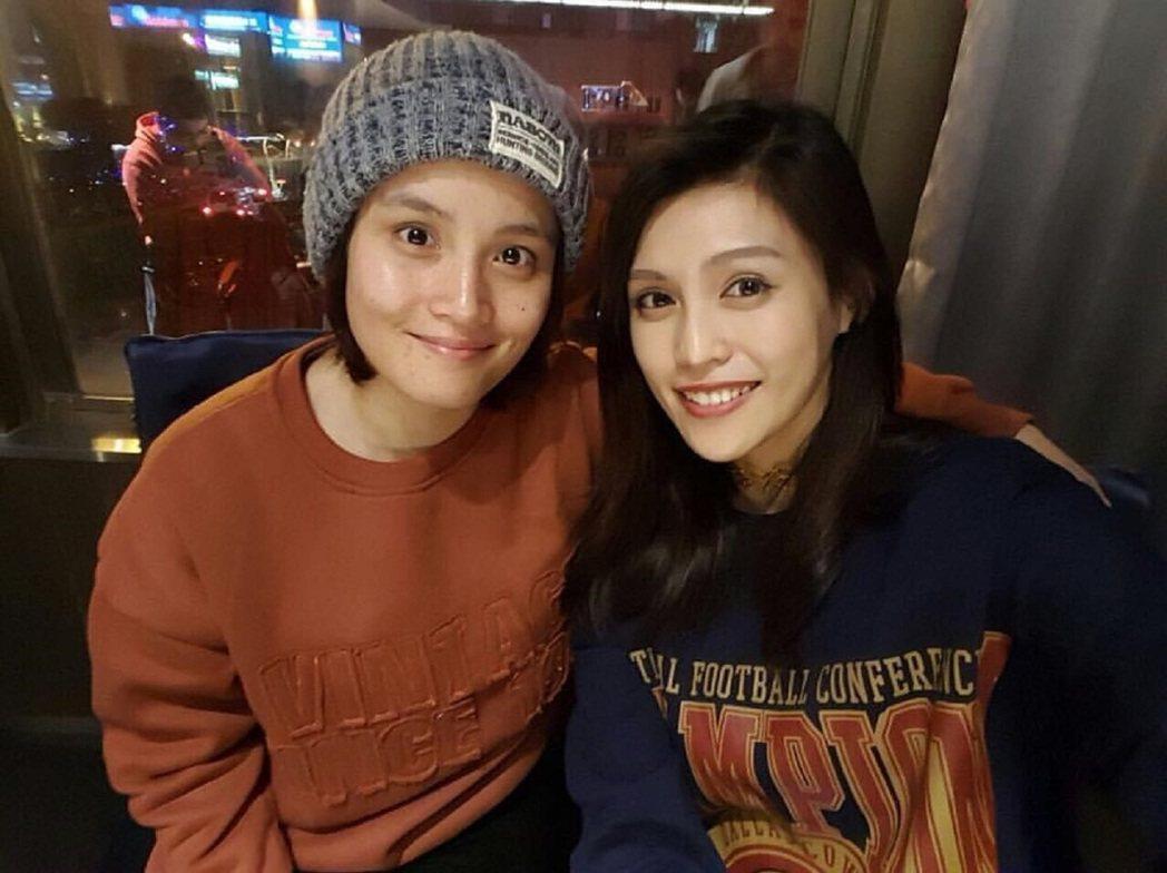 馬曉安(左)與表姊夏宇童cover獲夯曲網友讚是「天籟美聲姊妹花」。圖/奧汀集團