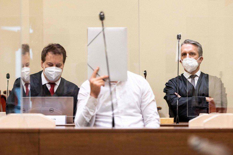 真人律師普遍不怕飯碗被AI科技搶走,因為AI能幫忙他們快速瀏覽和處理大量法律文件。圖為法庭示意圖。 法新社