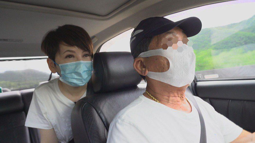 陳雅琳傾聽白牌車司機的心聲。圖/華視提供陳