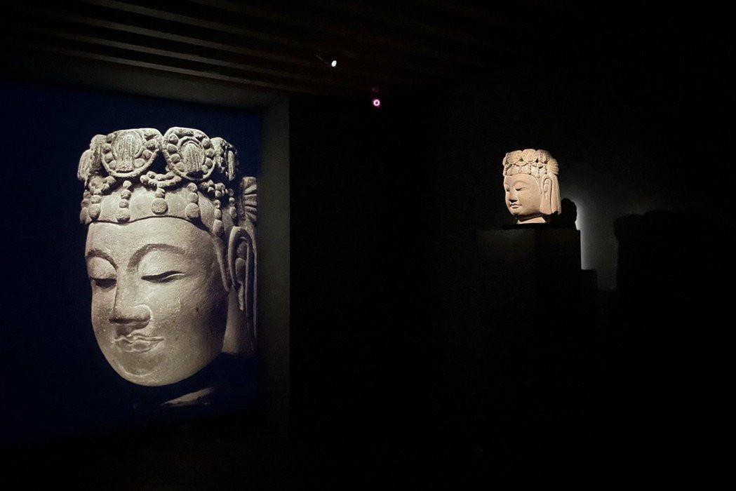 本次展覽將作品精神融合TAO ART空間與廊道設計,以光與暗呼應《照見》主題。 ...