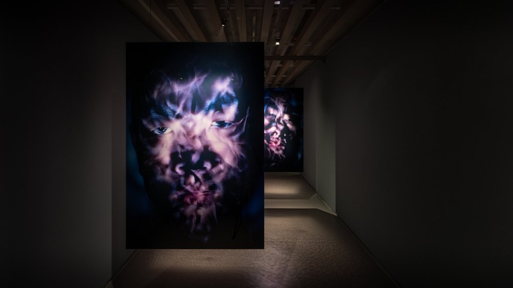 藝術家吳季璁個展以2004年學院時期作品〈自畫像〉揭開序幕。 圖/TAO ART...