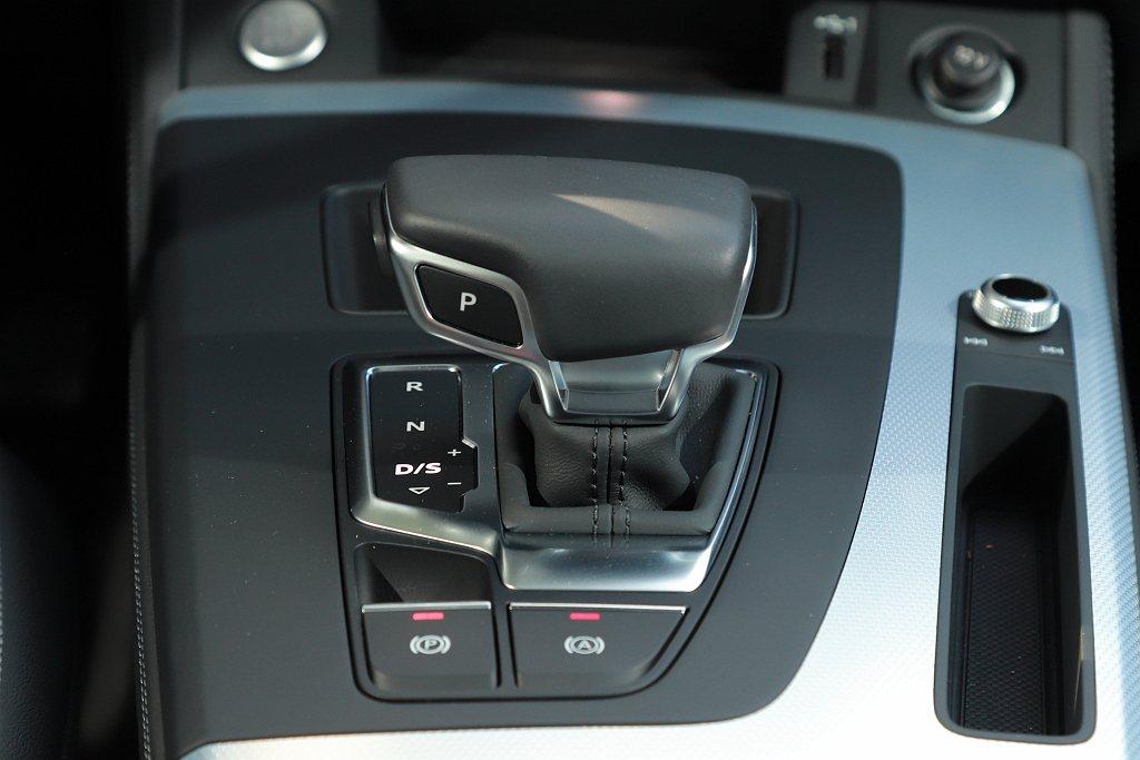 Audi Q5 Sportback以S-tronic七速自手排變速,創造出柔和且...