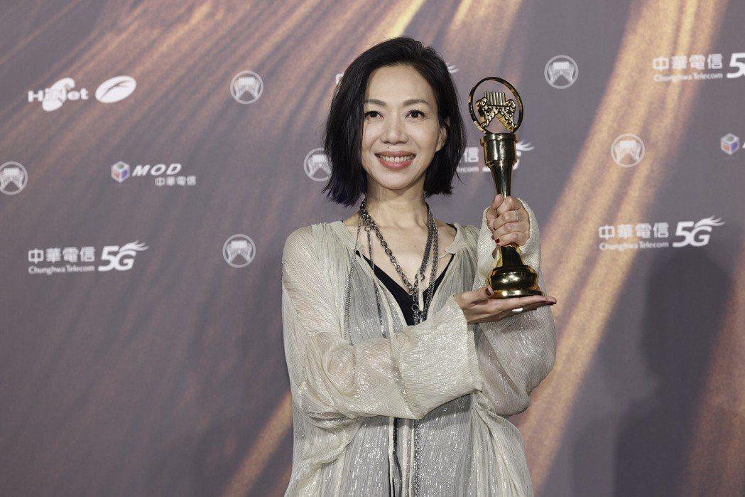 第32屆金曲獎最佳評審團獎/萬芳《給你們》。記者李政龍/攝影