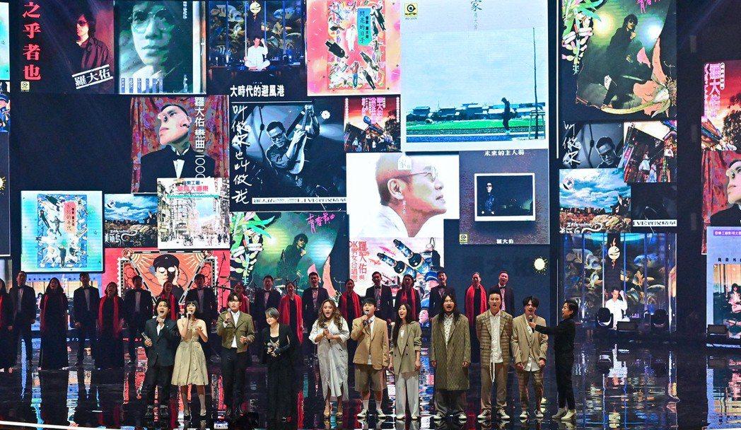 本屆金曲獎特別貢獻獎由堪稱華語樂壇教父之一羅大佑獲得,在他上台前先由「娃娃」金智...