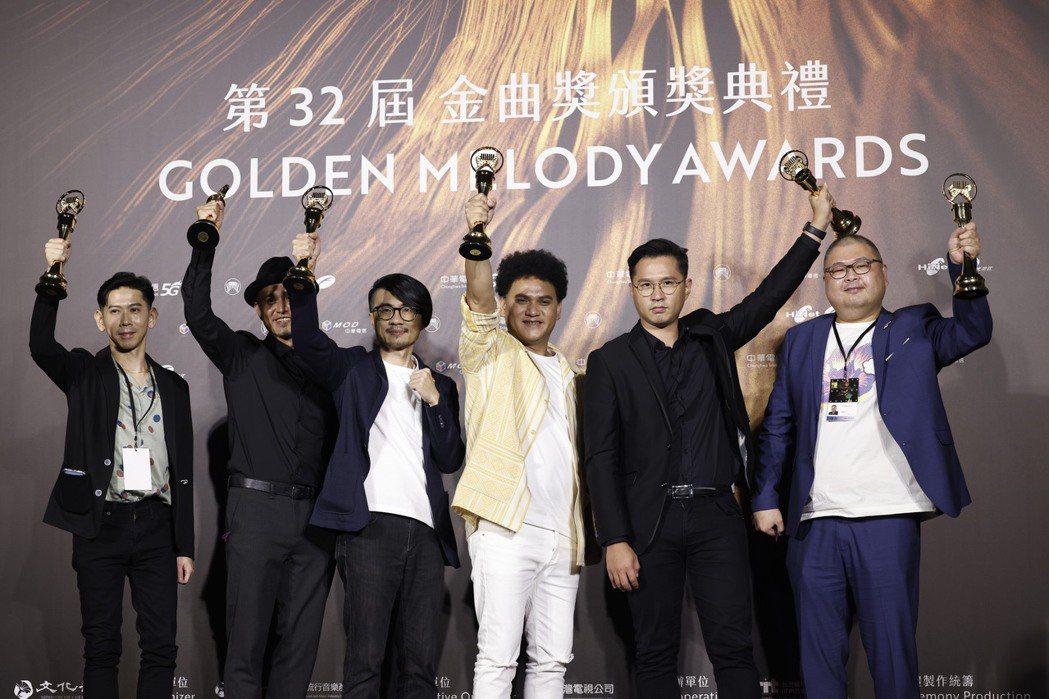 第32屆金曲獎年度專輯獎由桑布伊《得力量》獲得。記者李政龍/攝影