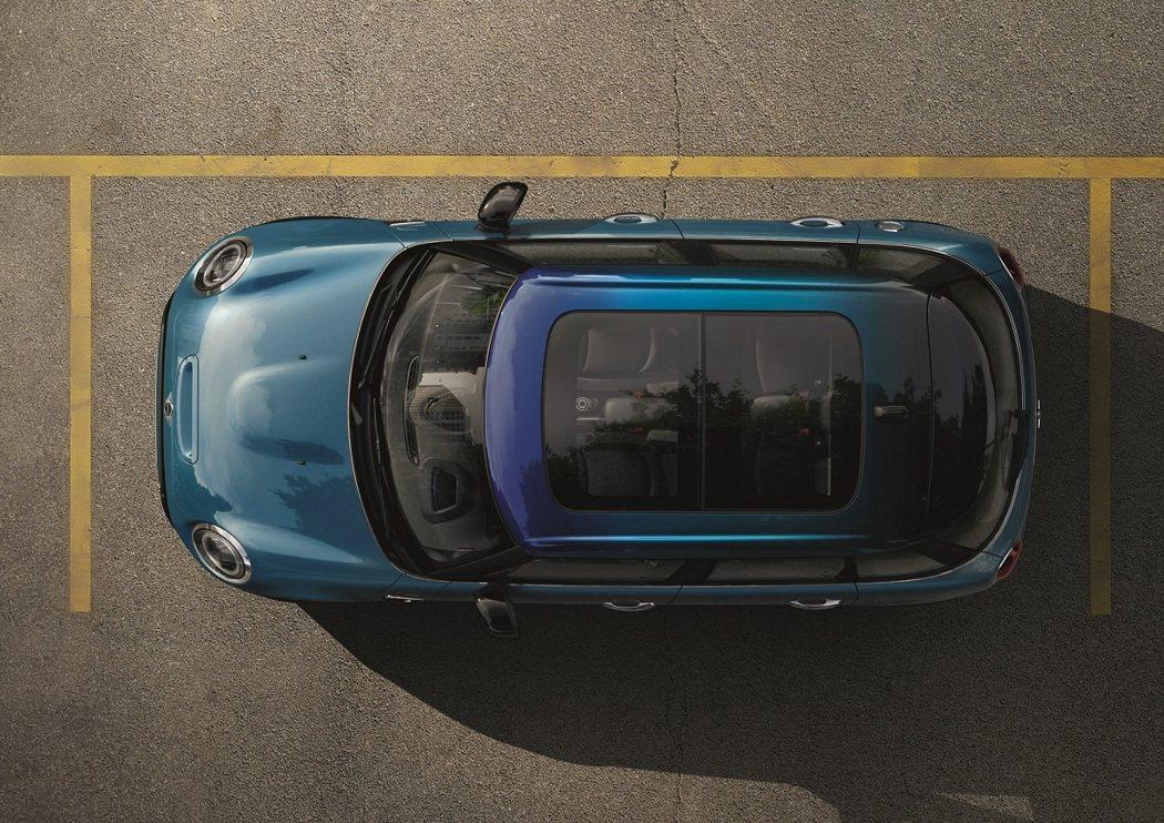 掀背車系全新車色Island Blue。 圖/汎德提供