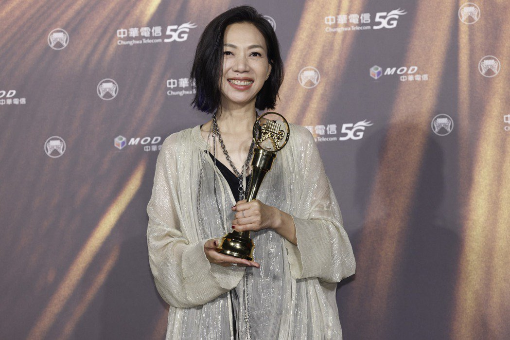 萬芳以專輯「給你們 Dear All」獲得第32屆金曲獎評審團獎。記者李政龍/攝...
