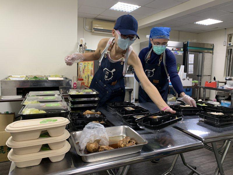 雲端廚房只做外送及外賣生意,民眾不易看到廚房的衛生環境,把關食安靠地方衛生局稽查及業者自律。記者王彥鈞/攝影