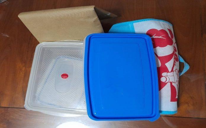 外出採買時,可自備購物袋與保鮮盒裝海鮮類,回家後就能直接冷凍。圖/邱惠蘭提供