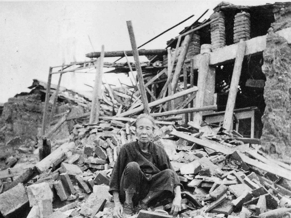1958年年8月23日,中共開始砲轟金門,百姓也被捲進戰火中。圖攝於金門。 圖/聯合報系資料照