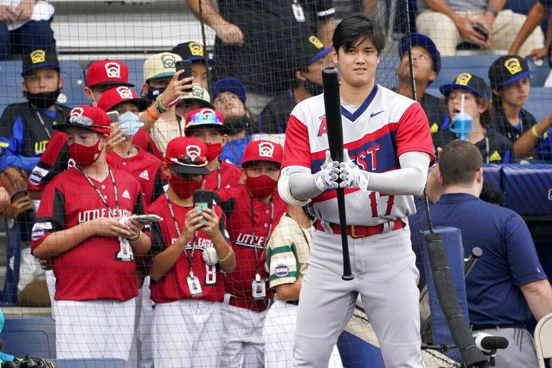 大谷翔平造訪少棒聖地威廉波特,受到現場觀戰小球員們熱烈擁戴。 美聯社