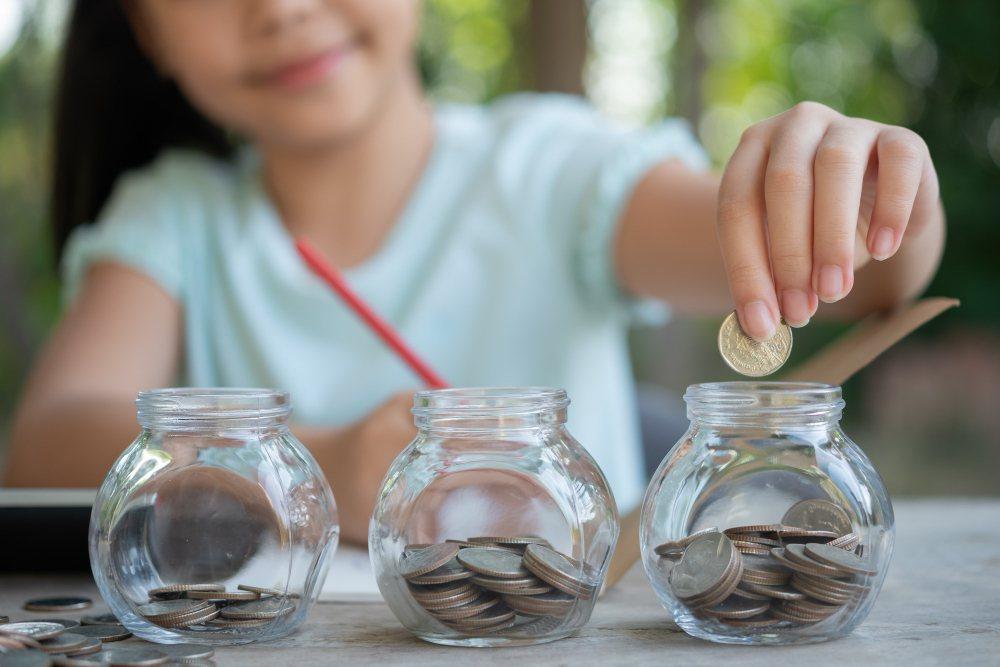 一般中產階級家庭一定要事先規劃,才能讓孩子有選擇出國念書的可能性。 圖/free...