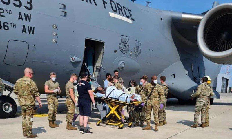 美國空軍表示,一名阿富汗難民婦女21日在一架美國撤離飛機上分娩,所幸在眾人的幫助下順利產下女嬰,目前母女均安。法新社