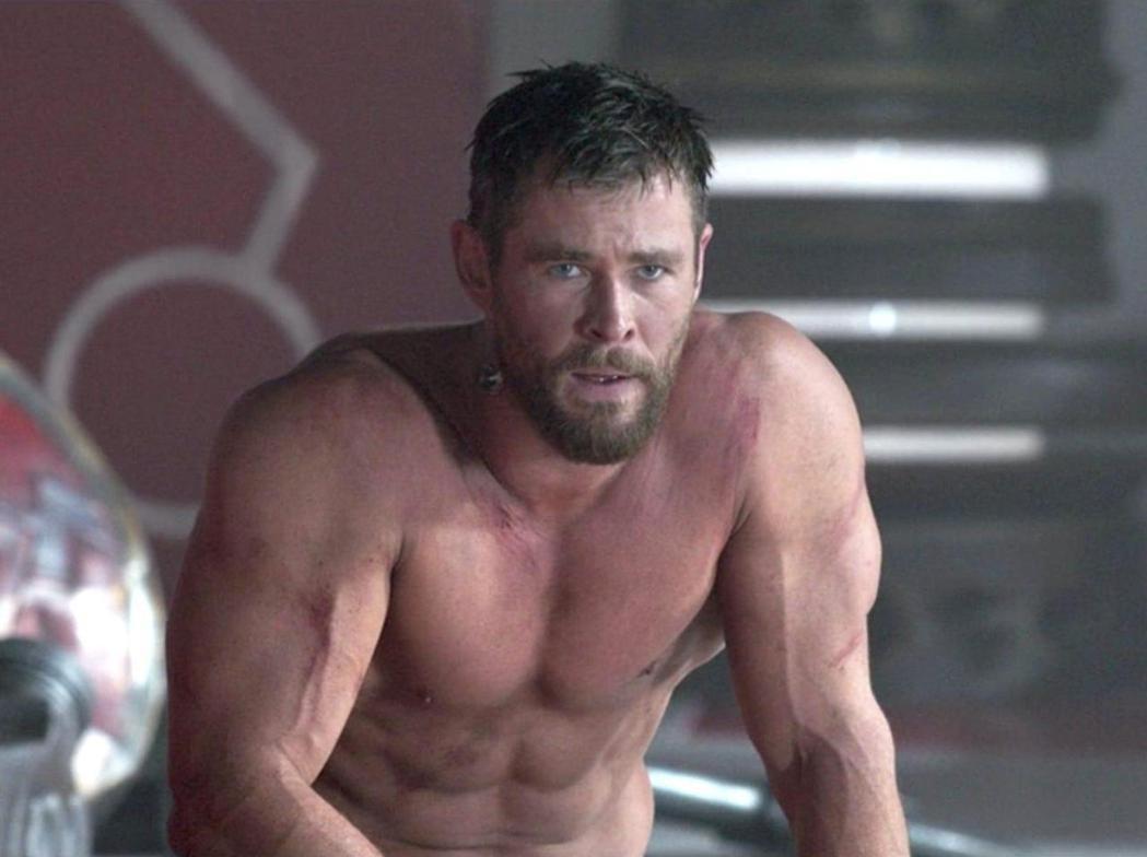 克里斯漢斯沃雖有一身健壯肌肉,對新冠肺炎疫苗的選擇仍很堅持。圖/摘自imdb