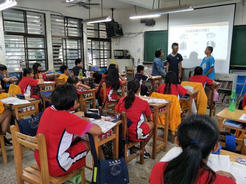 開學剩1周,台東縣部分學校還在尋找教師,其中大武國中已邁入第2階段第8次招聘。圖/學校提供