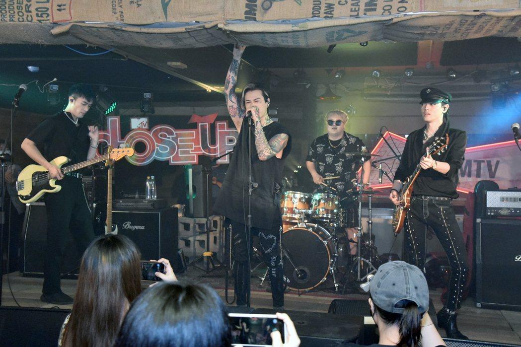 TRASH舉辦演唱會,開放14名粉絲入場。圖/MTV提供
