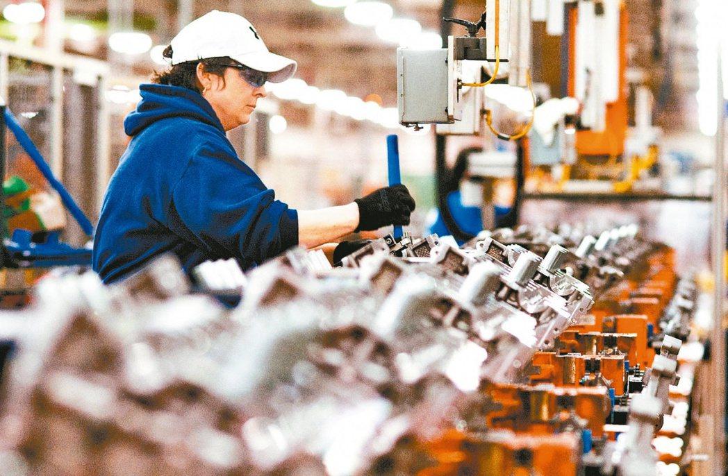 汽車零組件大廠和大產品持續喊漲。圖為汽車零組件生產線示意圖。(本報系資料庫)