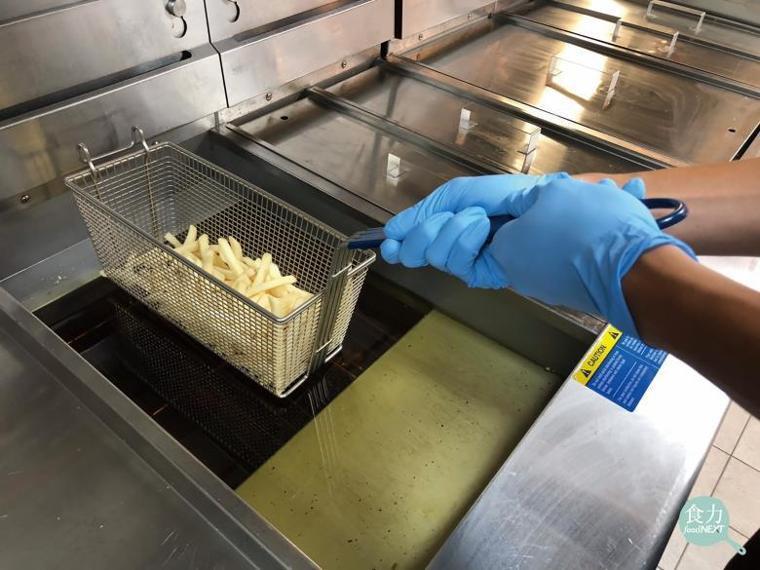 來一份香酥脆的炸雞、雞塊或是外酥內軟的薯條是許多人走進速食店最愛的選擇,但在消費...