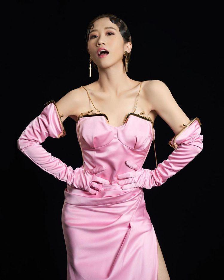 Lulu在金曲獎開場身穿MOSCHINO秋冬系列,也登上品牌全球官方IG。圖/取...