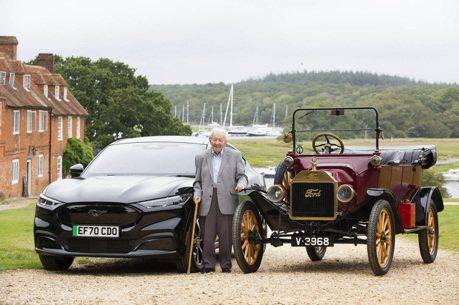 開福特90年的鐵粉 101歲人瑞來體驗全新世代的Mustang Mach-E