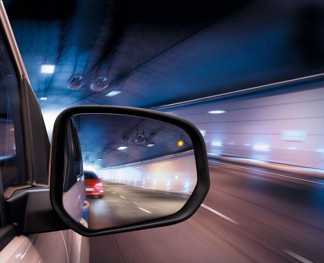 BLIS®視覺盲點偵測系統對於行進間掌握後方周圍狀態以及變換車道,均提供多一層防...