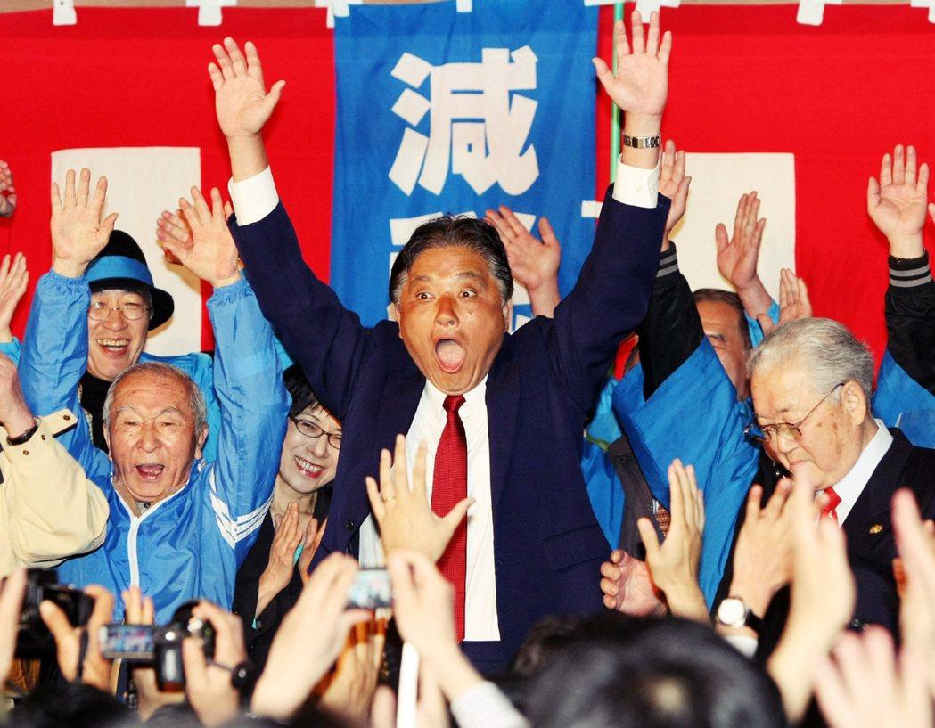 河村2010年創立了地方政黨「減稅日本」,主張市民減稅10%等政策。 圖/法新社...