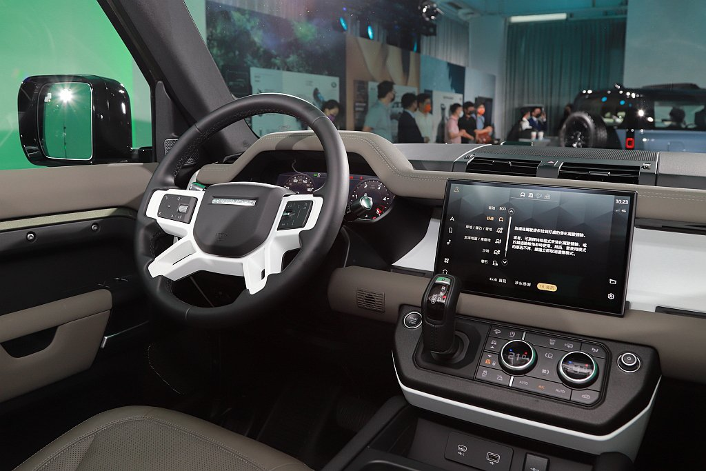 Land Rover Defender 90中控台11.4吋曲面資訊觸控螢幕搭載...