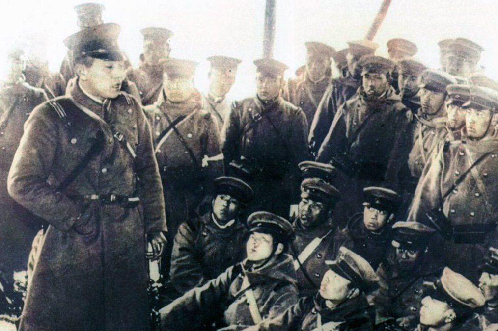 皇道派政變失敗之後,直接參與者多被判處死刑,軍隊內部統制派勢力更加穩固,軍方對政府的決策影響力加大。圖為1936年2月26日的第1師團叛軍士兵們。 圖/維基共享