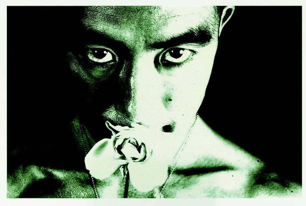 圖為《薔薇刑》中的三島由紀夫。 圖/細江英公