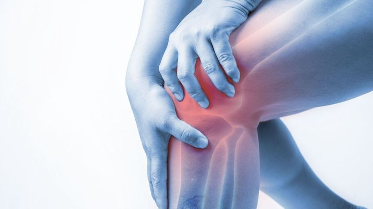 只要放鬆腿部肌肉,加上腿部肌力訓練,讓大腿足以支撐身體就能改善膝蓋疼痛的問題。圖...