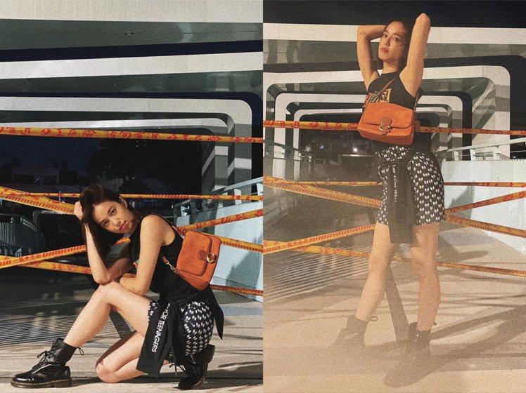 陳庭妮以暗黑、性感的姿態詮釋COACH秋冬包款系列。圖/取自IG