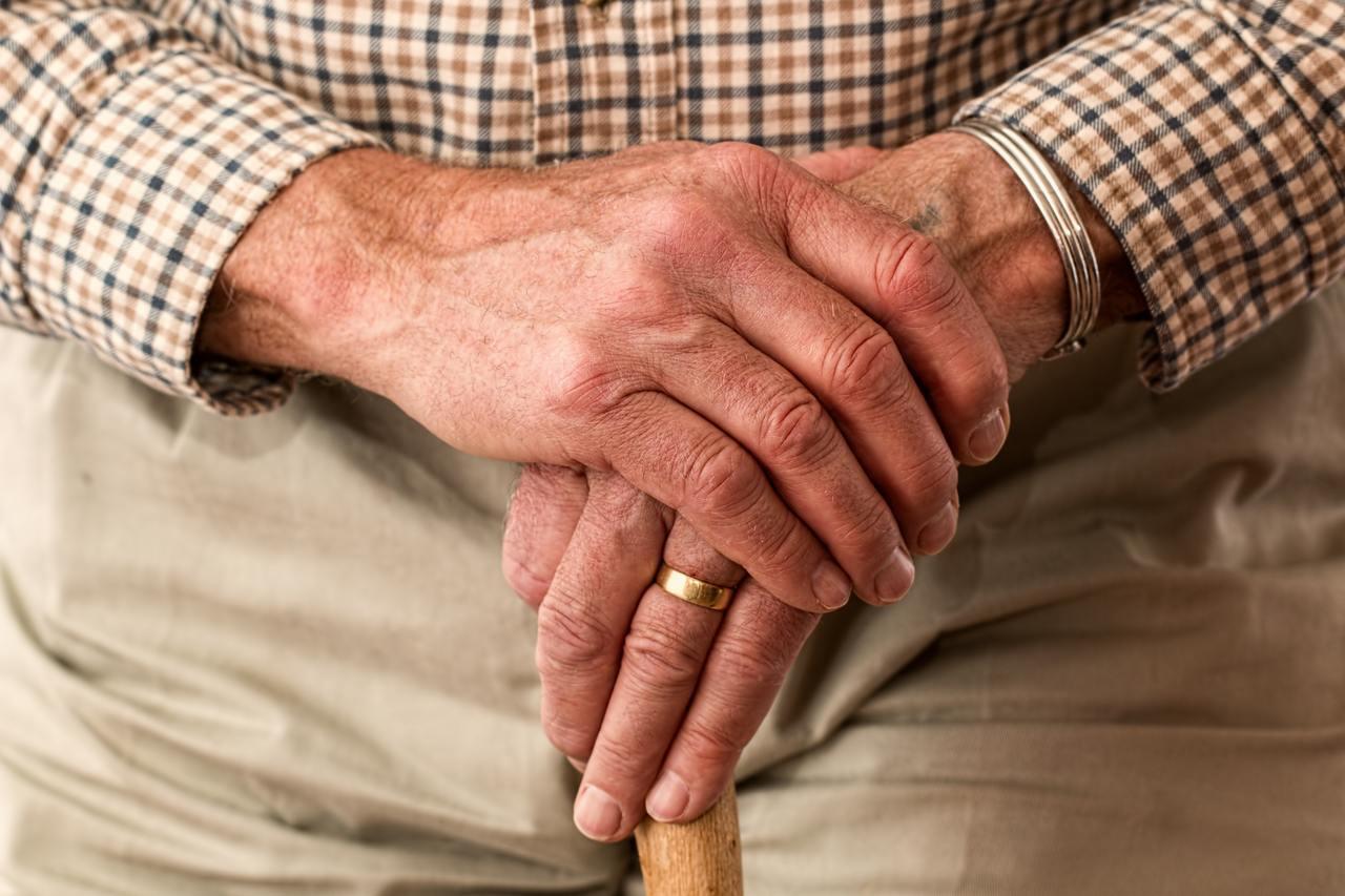 人生到了下半場,照顧家人的責任減輕、照顧自己的需求增加,導致「死亡風險」的保障過...