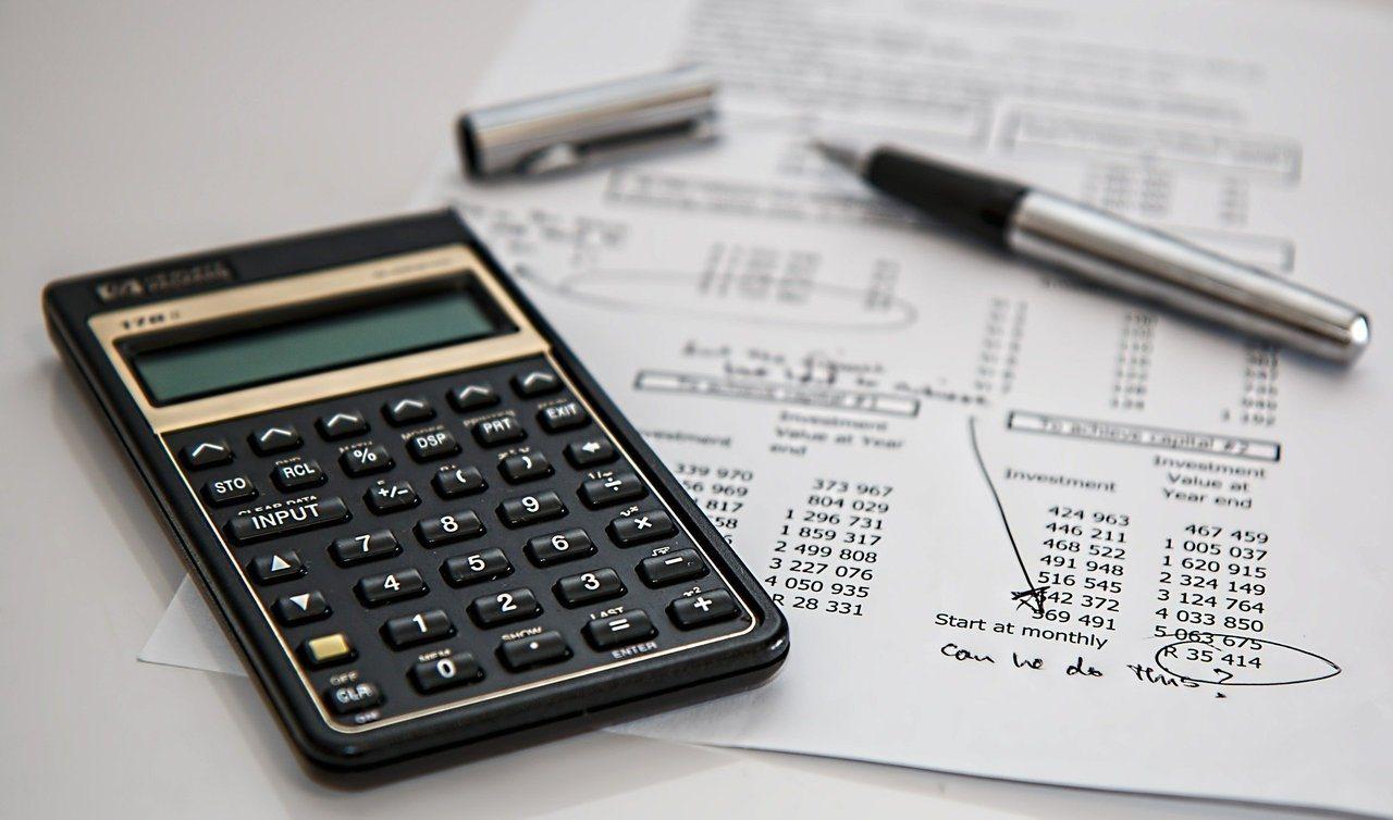 一張壽險保單有兩個最大價值,一個是「現金價值」,是我們繳的保費存在保險公司的概念...