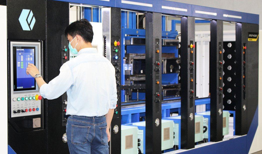 鉅鋼機械應用西門子SIMATIC 系列控制器並結合數位雙胞胎解決方案,加速機械開...