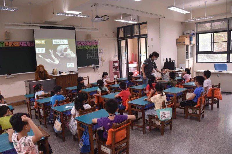 新竹市代理老師聘期不足11個月,引起老師反彈。記者張裕珍/翻攝
