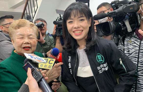 民眾黨立委高虹安(右)表現亮眼,除了是未來參選新竹市長人選之一外,也被點名選北市長。圖/聯合報系資料照片