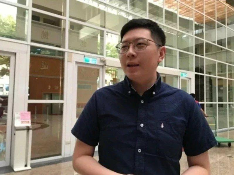 桃園市前市議員王浩宇透露,陸姓作家昨接種高端疫苗後,在電話向他表示有心律不整、冒冷汗和腹痛等不適情況。圖/聯合報系資料照片