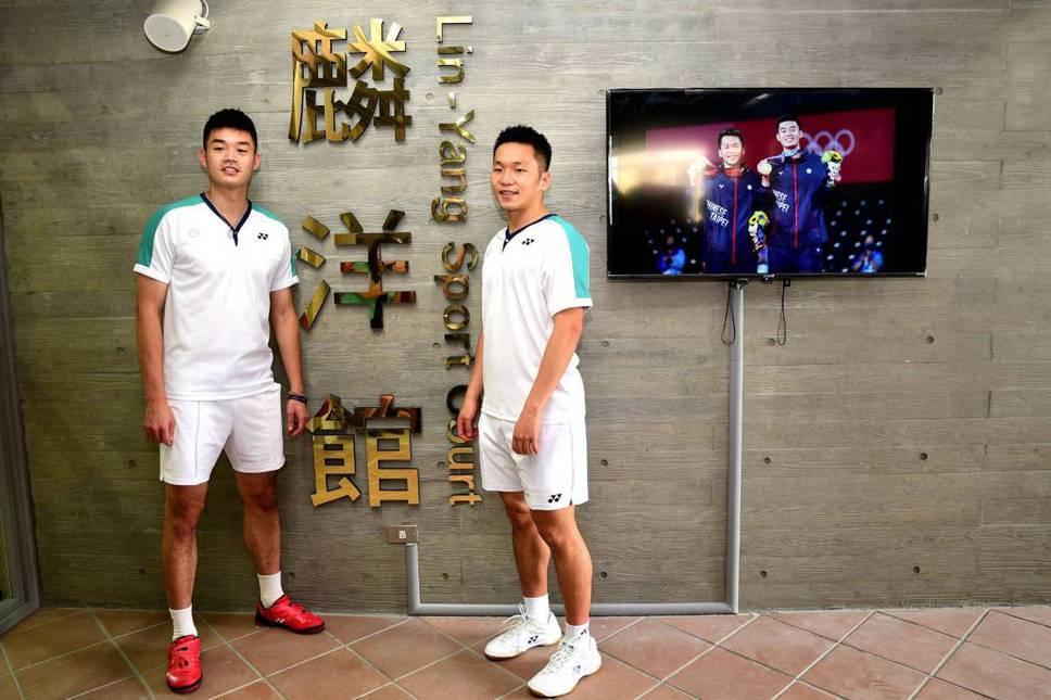 王齊麟、李洋回母校中山國中 新羽球館命名「麟洋館」
