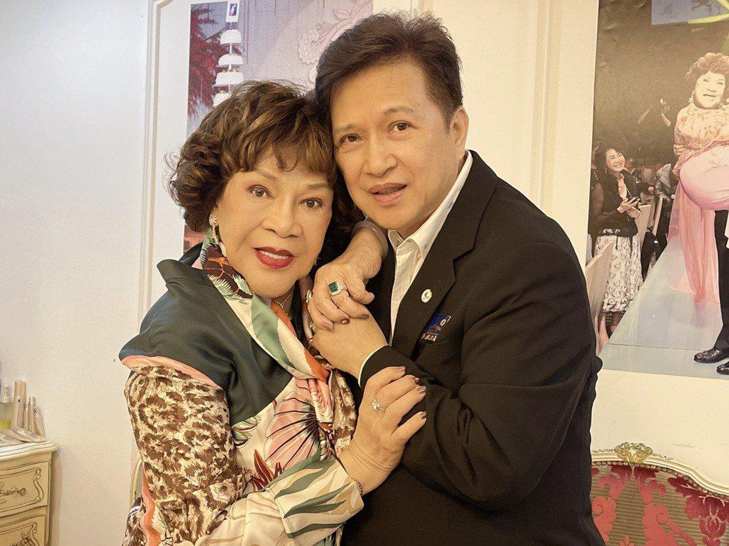 阿姑周遊今天歡度84歲生日,和老公李朝永鶼鰈情深。圖/周遊提供
