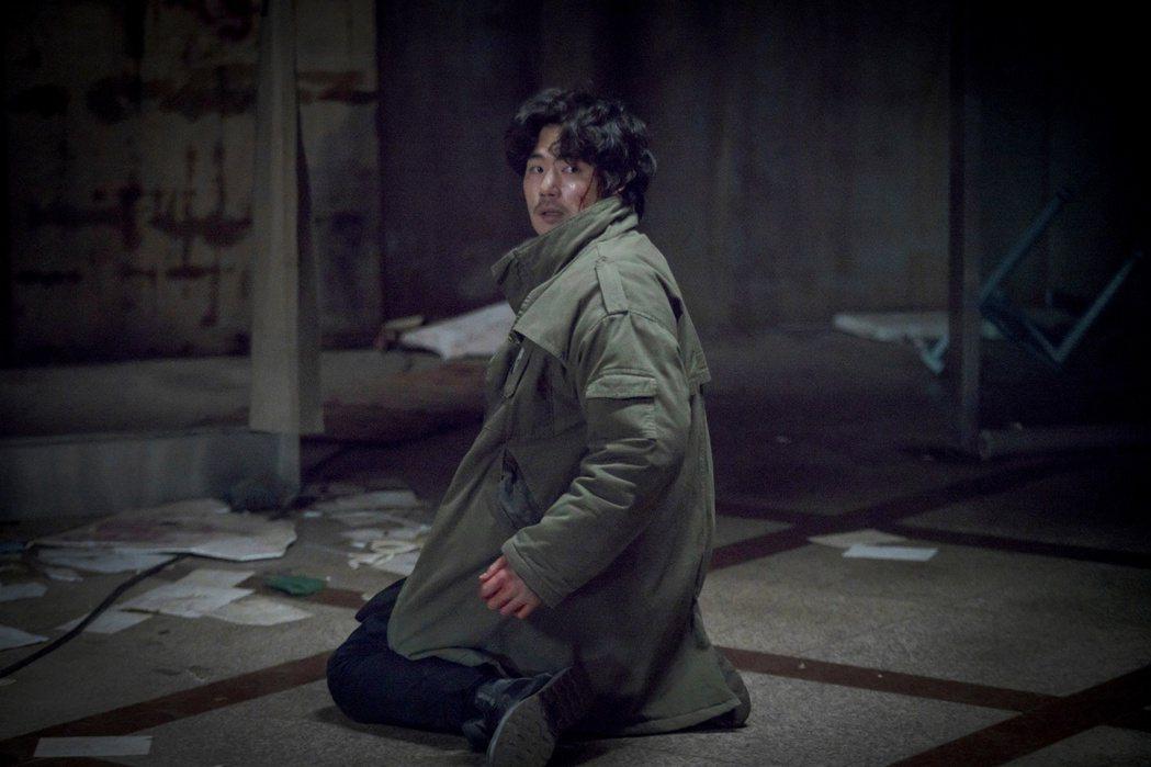 「鬼門」劇組現場遇怪事,廁所傳來淒涼哭聲,壞掉的燈自己會響。圖/采昌提供