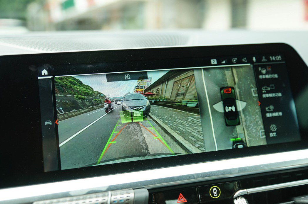 10.25吋中控觸控螢幕也具有環景功能。 記者趙駿宏/攝影