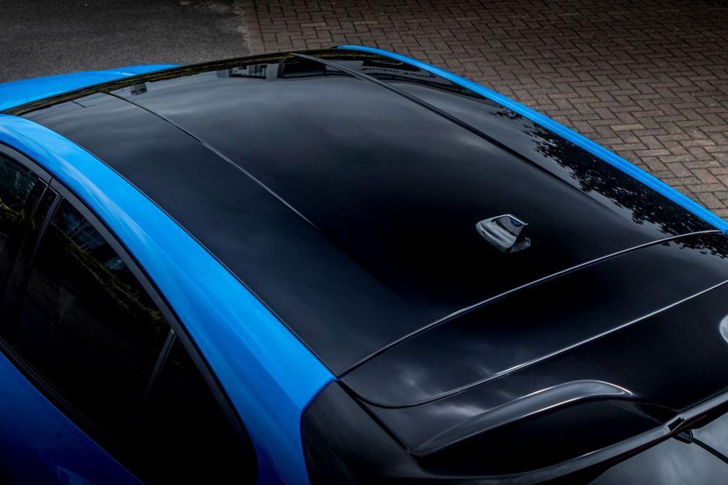 黑色高光澤車頂。 圖/Ford提供