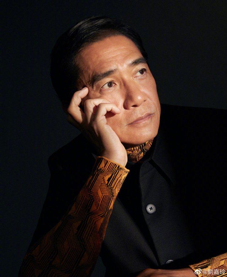 59歲梁朝偉,連皺紋都是戲。圖/摘自微博