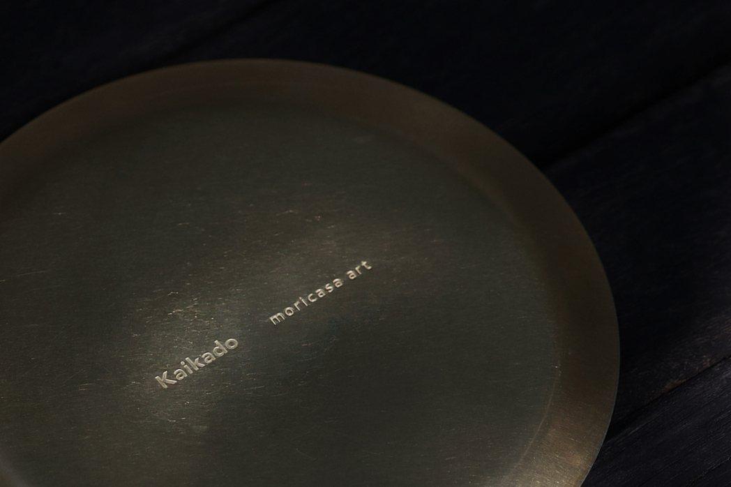 森/CASA的月飛.中秋限量盒,有日本開化堂的手工銅器。圖/森/CASA提供