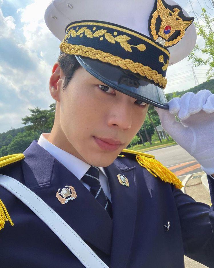 《警察課程》金宗勳。 圖/擷自Instagram/j0ngh00n