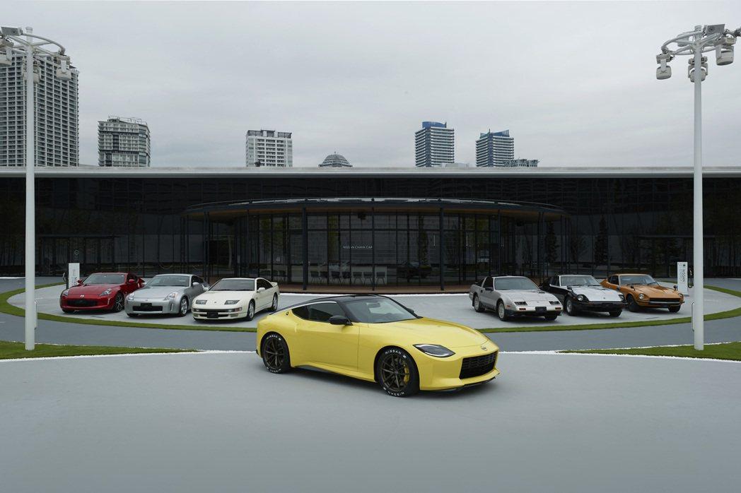 當時第七代Z Proto原型車與歷代Fairlady Z於Nissan橫濱總部外...