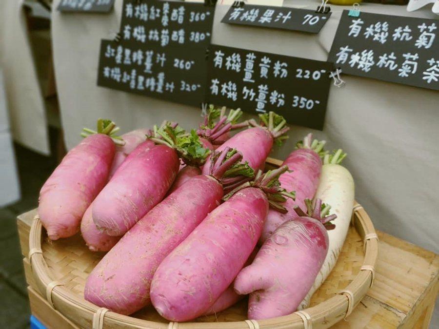 在農夫市集能採買到新鮮、便宜又漂亮的食材。 圖/綠色餐飲指南提供