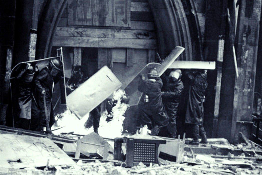 1969年1月19日警察排除路障、攻入東大安田講堂。 圖/美聯社