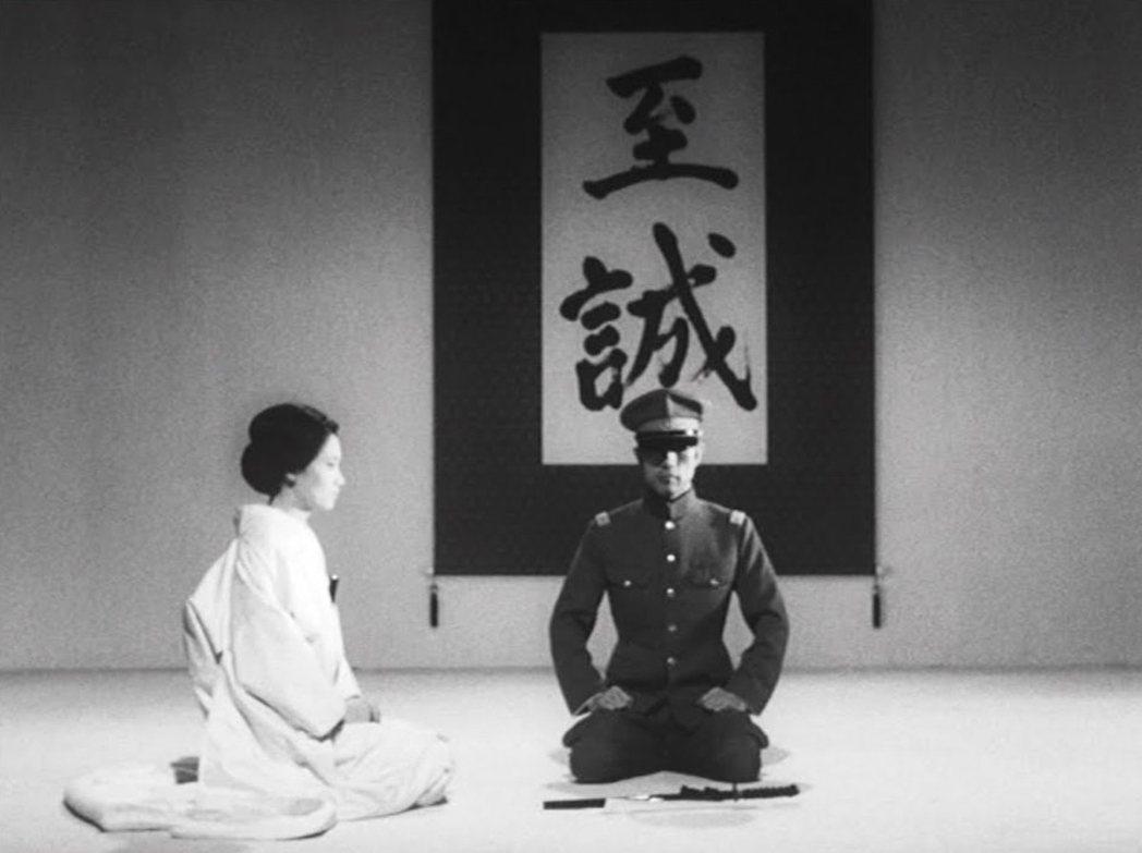 在三島心中,「天皇」必須是日本傳統的集合、是日本基層人民心中的救贖,是神聖的形而...