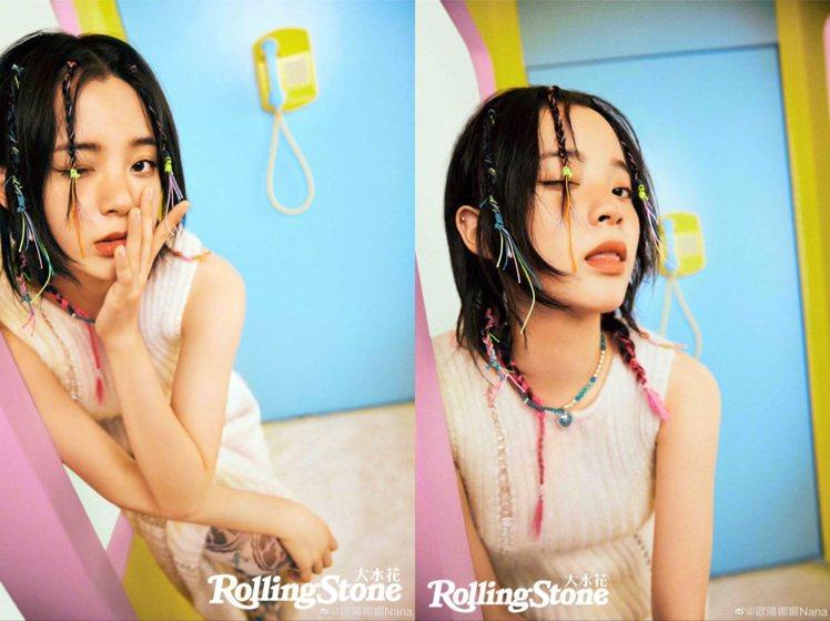 歐陽娜娜拍攝《Rolling Stone》時,頭上的彩色編織相當搶鏡。圖/取自微...